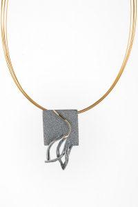 Colgante Reflejo, plata oxidada y oro