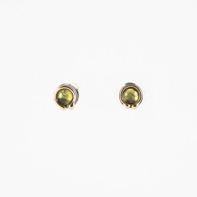Pendiente supermini Cosmos, plata oxidada, oro y peridoto