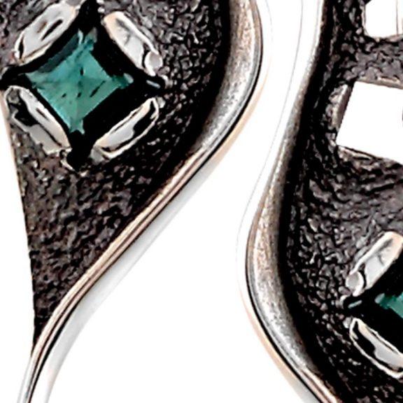 Pendientes Neomodernismo de plata oxidada y turmalina verde detalle