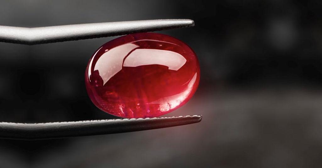 Rubí en joyas: características y valor dentro de la joyería
